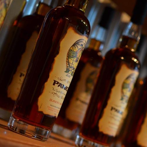 パイナップルと<br>バーボンから生まれる <br>ブレンデッドウイスキー