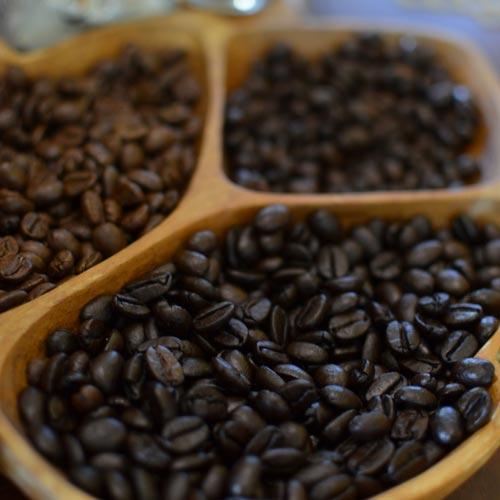 ハワイ産コーヒーの<br>味の違いとは?<br>島ごとにご紹介~前編