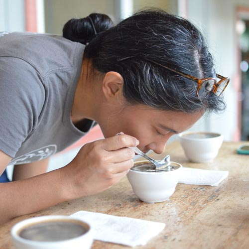 コーヒー豆には<br>欠かせない作業<br> カッピングとは?
