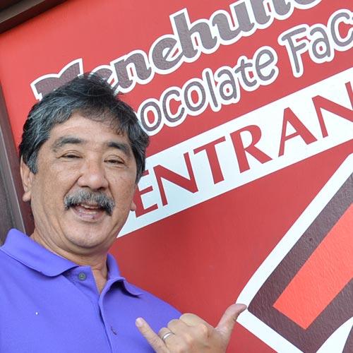 マカダミアチョコ工場<br>社長のニールさん<br>夢はミュージシャン!?