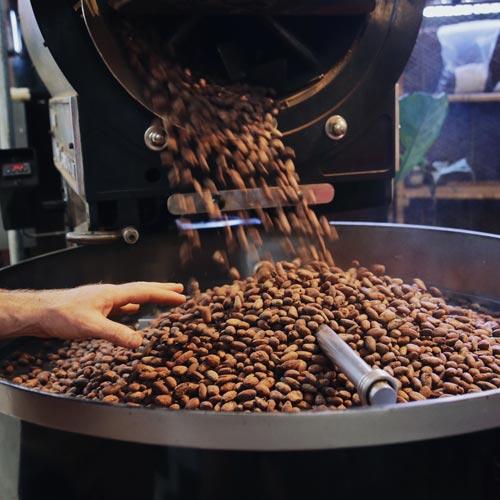 カカオ豆の状態で<br>焙煎を変える!?<br>チョコレートは奥深い