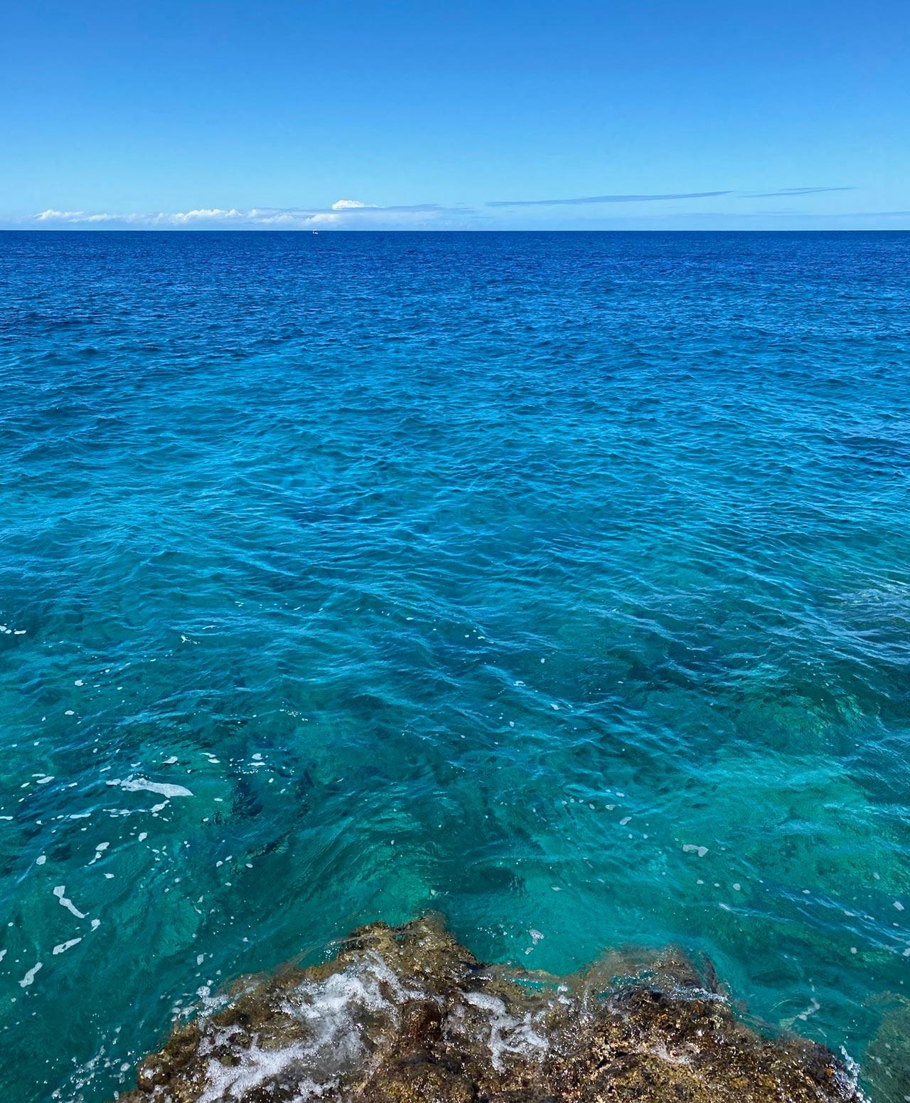 ハワイ島西の火山は恥ずかしがり屋さん山と海との物語